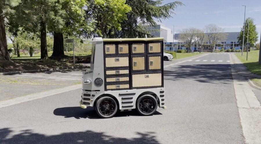 The autonomous robot on site
