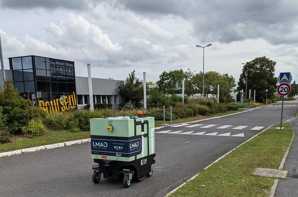 LMAD's robot on a street in the Nokia campus