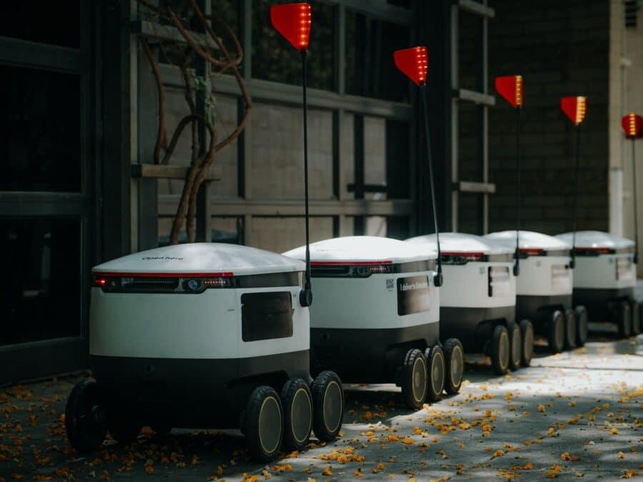 Autonomous delivery robots in line